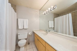8_30EHuron_Unit1206_8_Bathroom_HiRes-resized